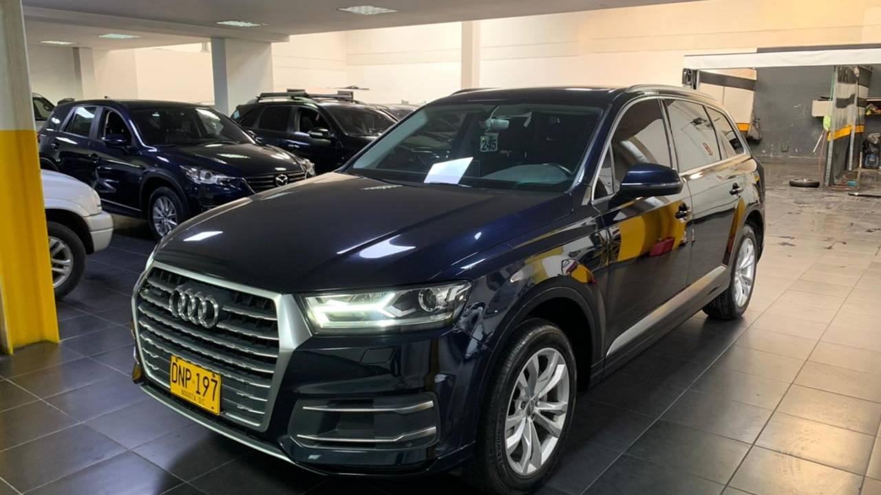Audi-Q7-CBU245-1