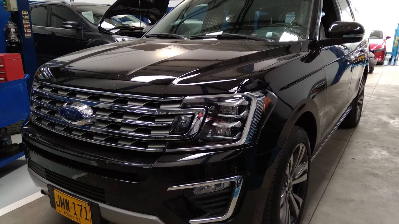 Ford-Expedition-01553976-1
