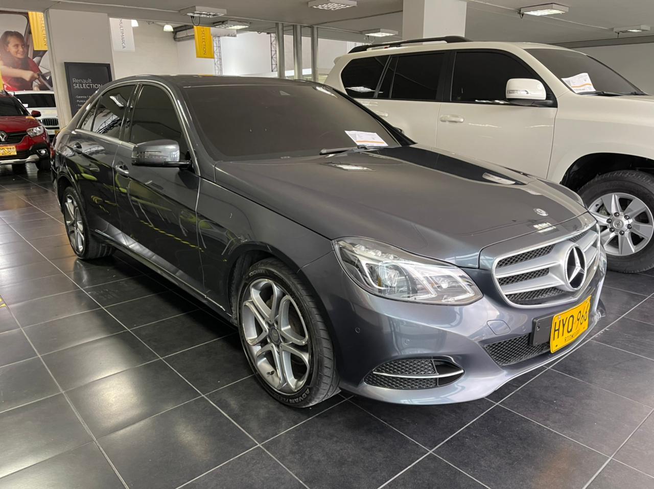 Mercedes-Benz-E200-01492288-1
