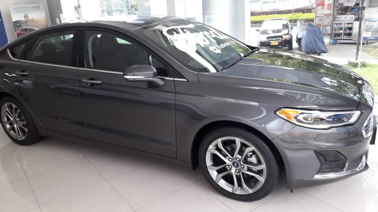 Ford-Fusion-Hybrid-03031572-1
