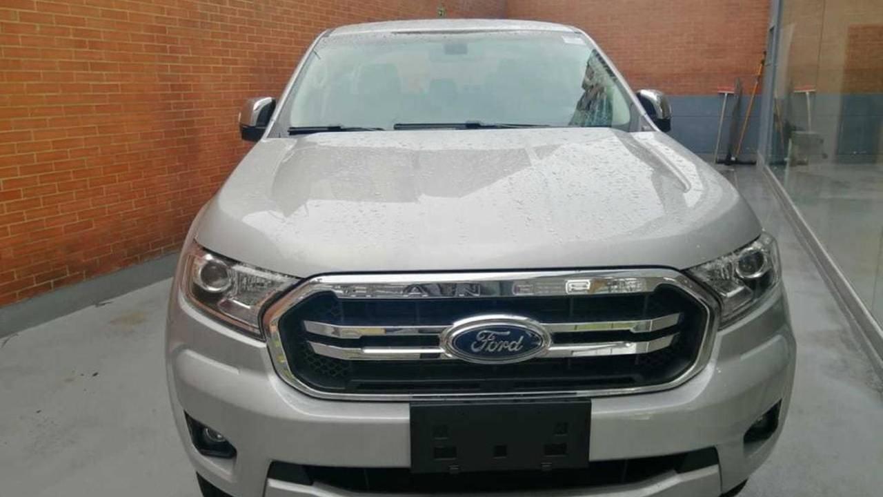 Ford-Ranger-xlt-04880540-1