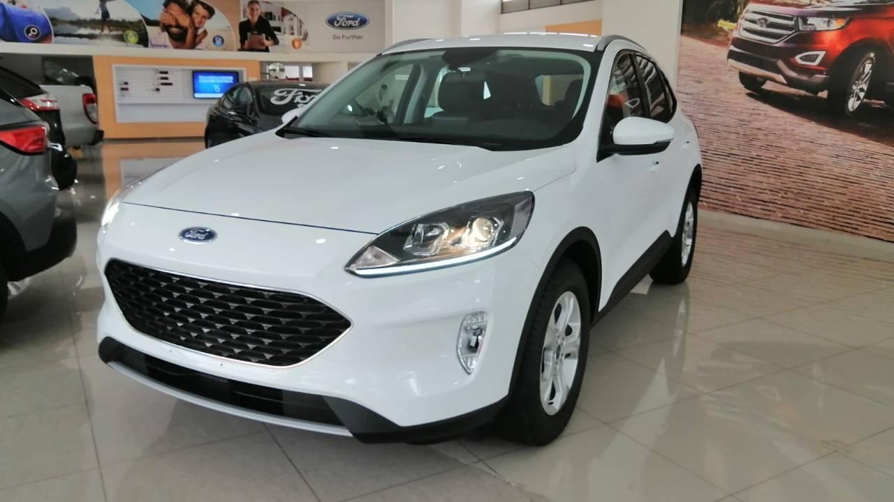 Ford-Escape-Titanium-04817268-1