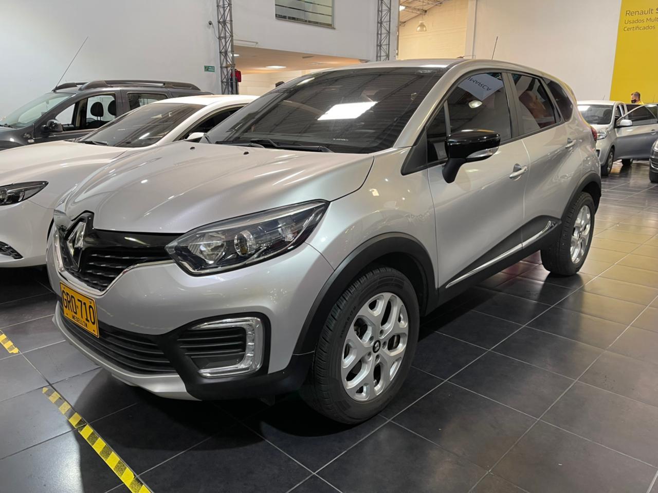 Renault-Captur-01444306-1