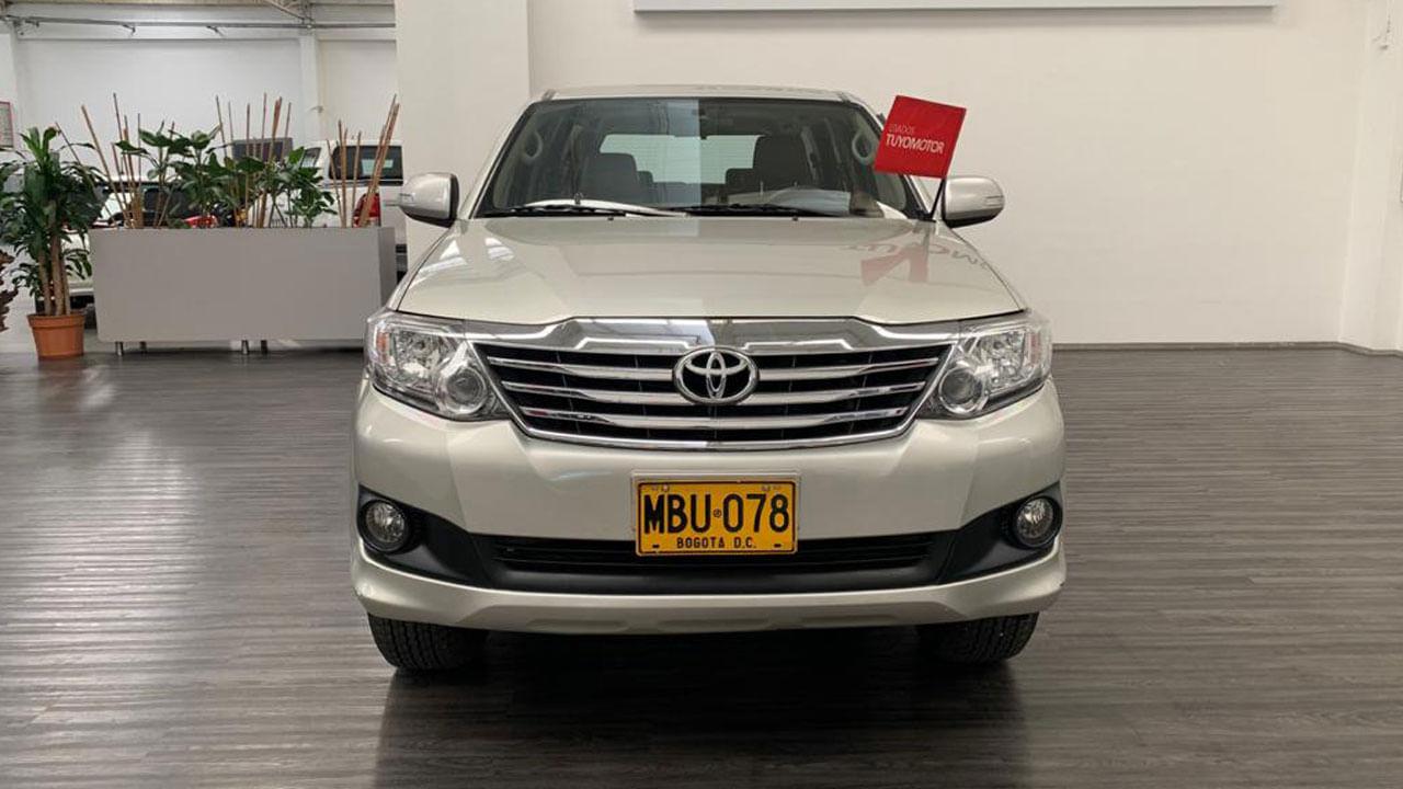 Toyota-Fortuner-02175459-1