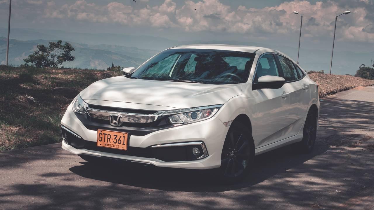 Honda-Civic-02451623-1