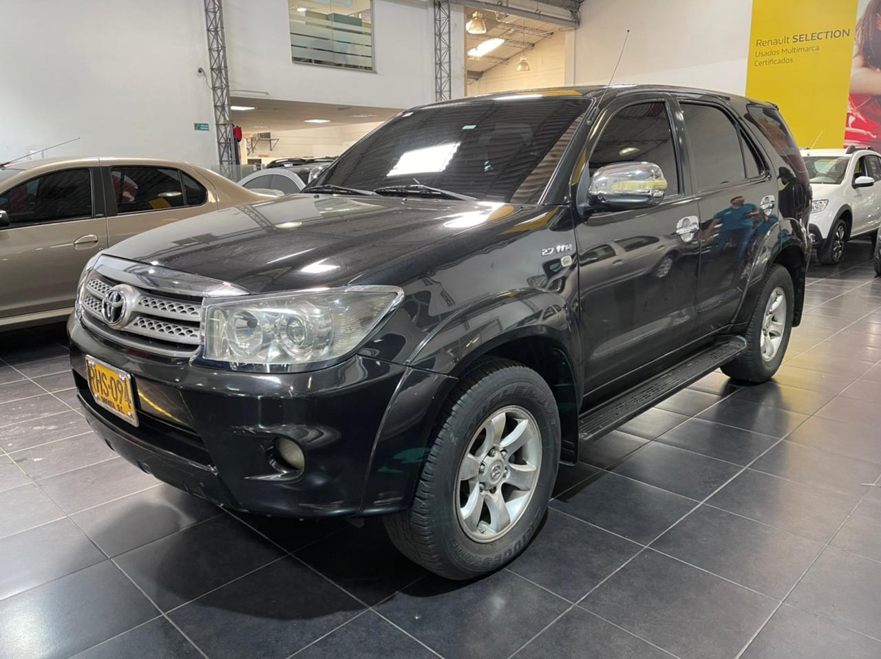 Toyota-Fortuner-01457277-1
