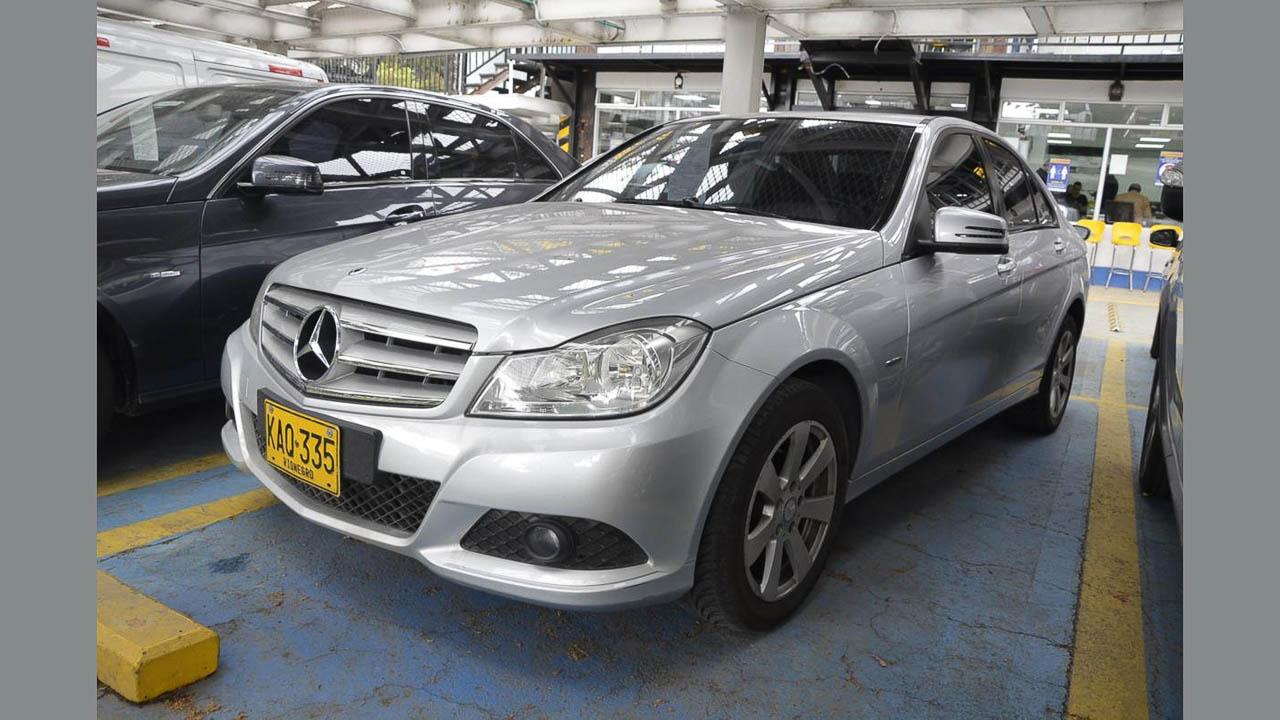 Mercedes_BenzC-180-Plateado-07373908-1