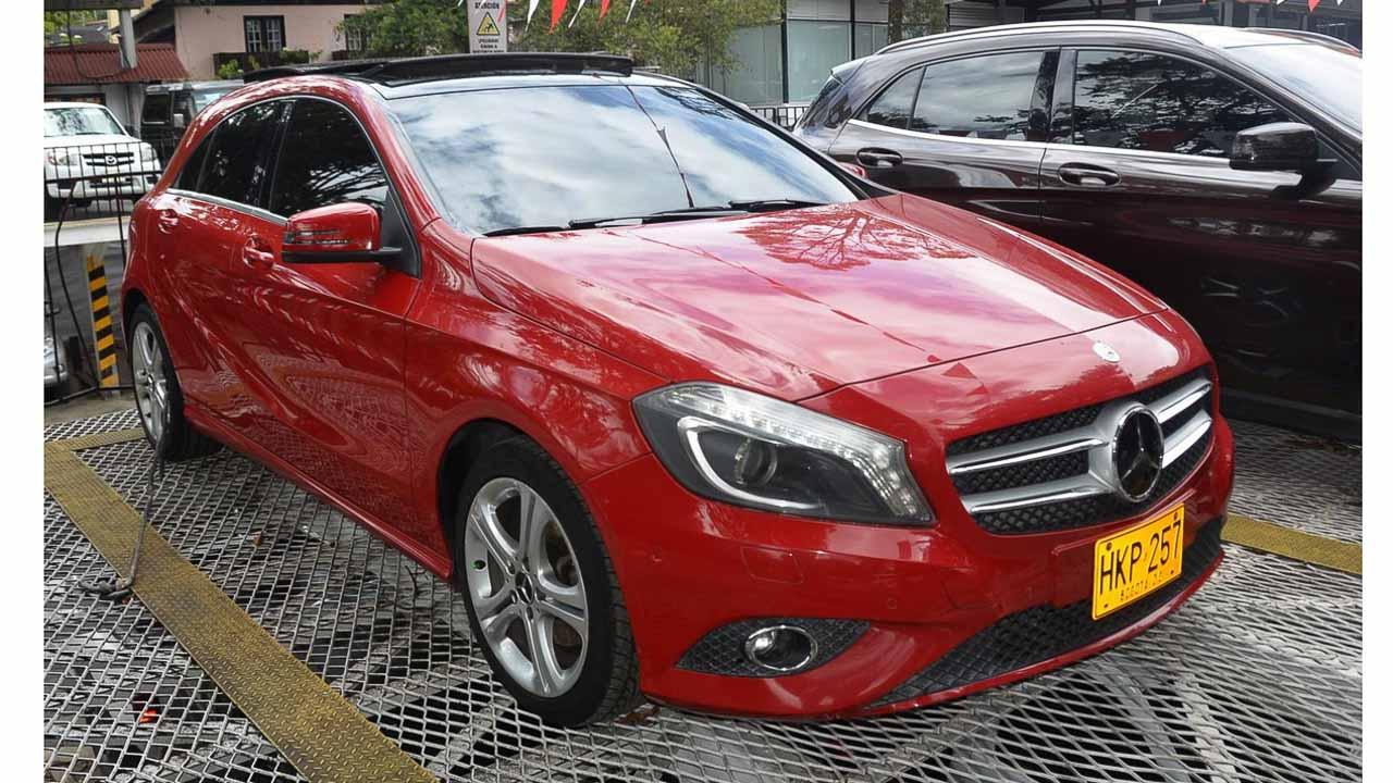 Mercedes_Benz-A200-4X2-Rojo-07302645-01